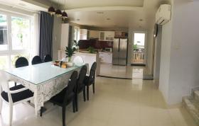 Phòng bếp & bàn ăn
