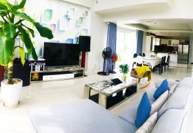 Phòng khách tầng trệt
