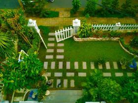 Sân vườn Lyly Villa